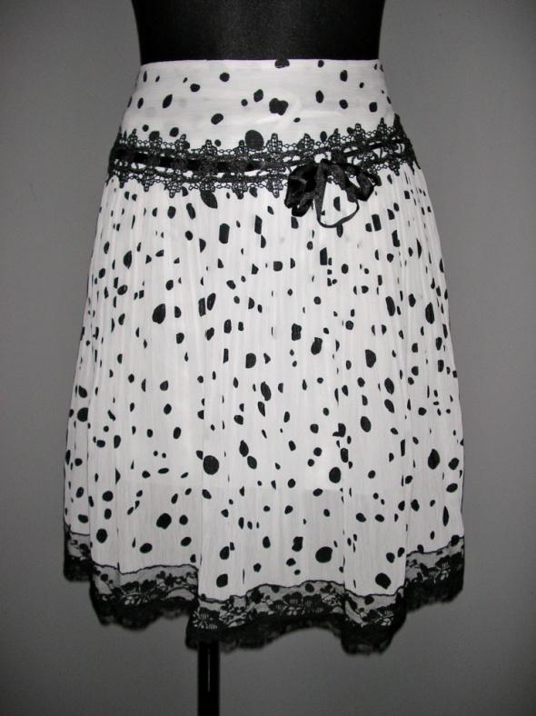 Spódnice rozkloszowana czarno biała spodniczka mgiełka