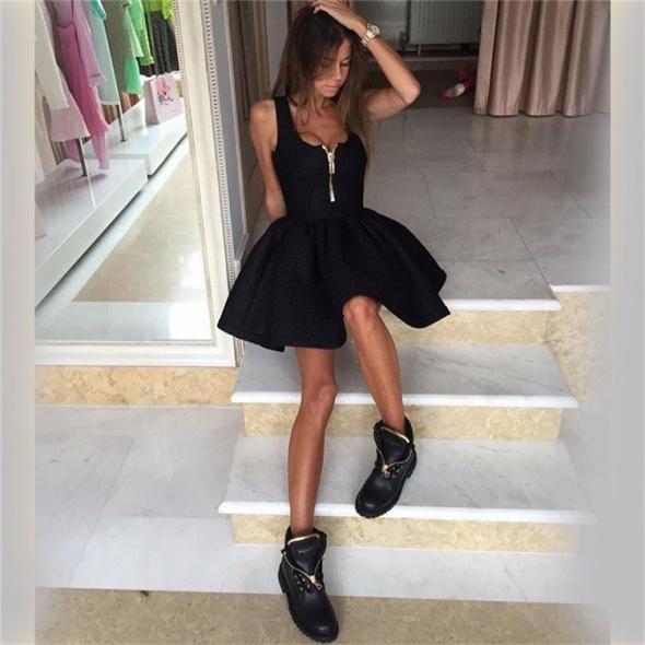 bac6ee1fc5 Czarna sukienka rozkloszowana zamek z przodu w Suknie i sukienki ...