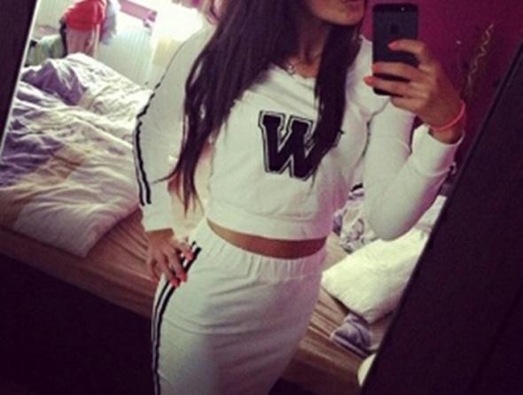 Biały komplet spódnica midi i krótka bluza