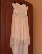 sukienka pudrowa asymetryczna