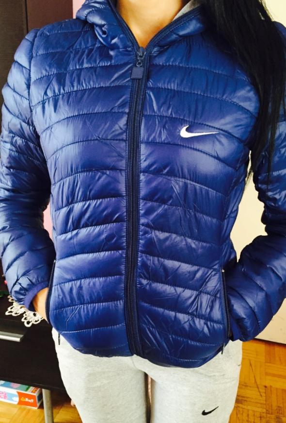 8f70db444 UWAGA promocja damska kurtka Nike w Odzież wierzchnia - Szafa.pl