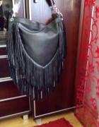 Czarna torebka boho z frędzlami