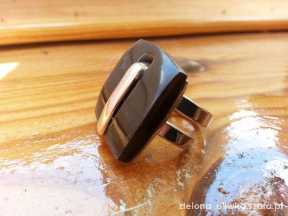 Srebrny pierścionek z agatem