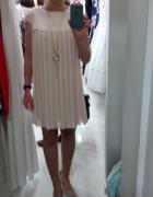 Sukienka trapezowa plisowana pudrowy róż...