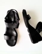 Calvin Klein czarne sandały na koturnie skórzane