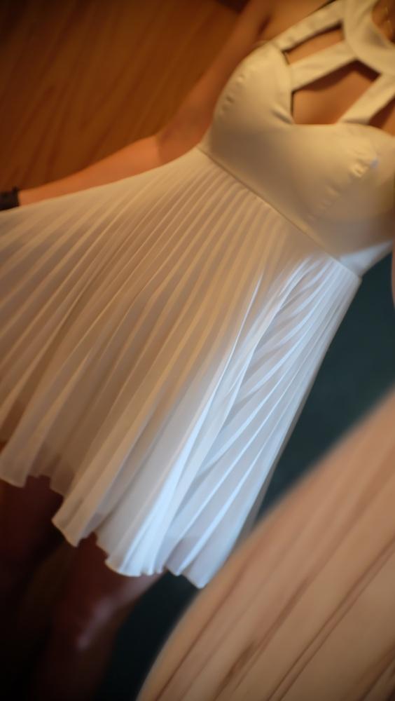 delikatna plisowana sukienka