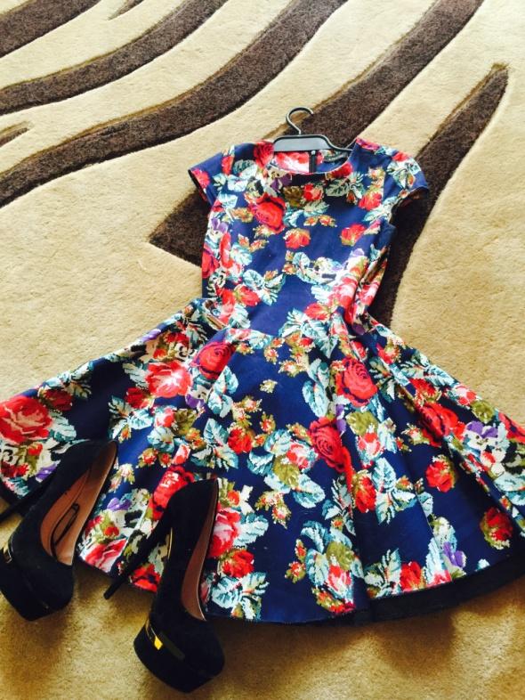 Suknie i sukienki Rozkloszowana sukienka floral XS S