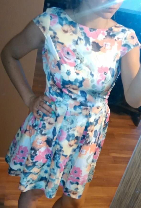 Suknie i sukienki piękna w kwiatki