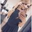 rozkloszowana sukienka ramiona zdobione rękawy