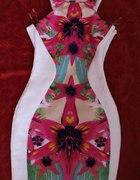 Sukienka z motywem w środku