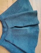 Szara rozkroszowana spódnica...