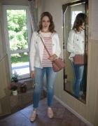 Jeansy i marynarska bluzka