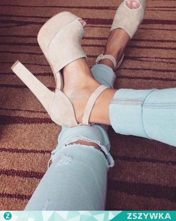 poszukiwane sandały...