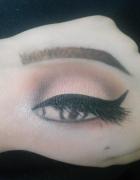 Makijaż oczu na dłoni super zabawa...