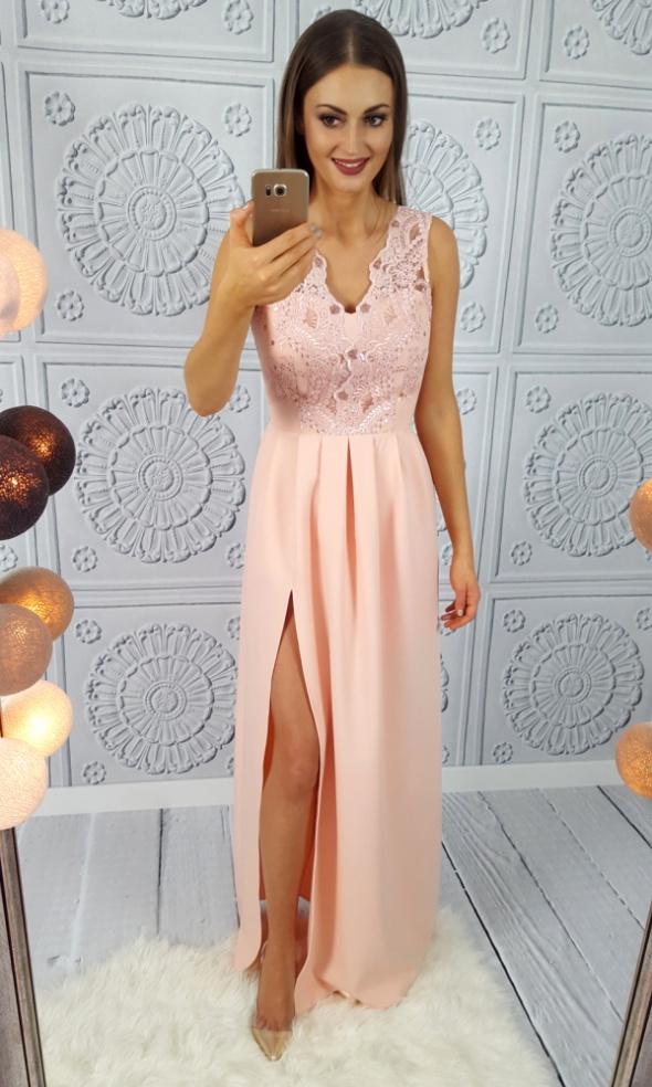 06a22cc2137 Długa suknia z gipiurową górą pudrowy róż w Suknie i sukienki - Szafa.pl