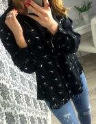 Piękna czarna koszula w koliberki