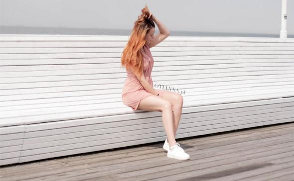Blogerek Różowa sukienka do sportowych butów