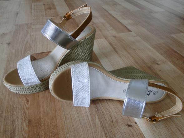 Nowe sandałki na koturnie...