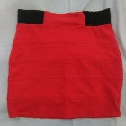 ołówkowa czerwona spódniczka