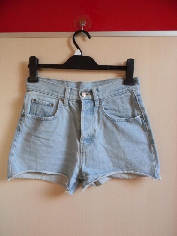 Spodenki postrzępione jeansowe shorty