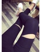 najmodniesze legginsy czarne dziury kolana