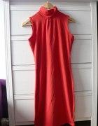 Sukienka czerwona z otworem na plecach