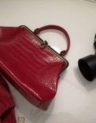 Dublon czerwony kuferek wzór wężowej skórytorebka