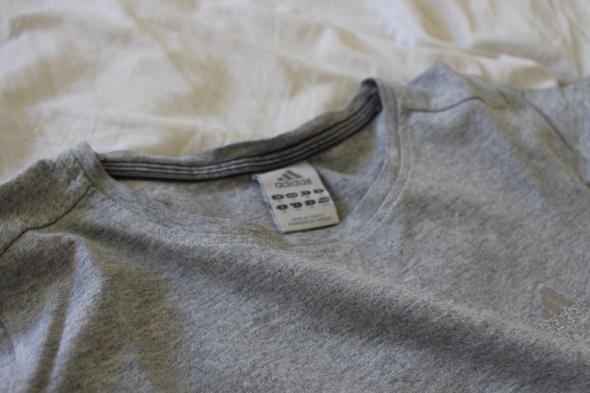 szara bawełniana koszulka adidas w T shirt Szafa.pl