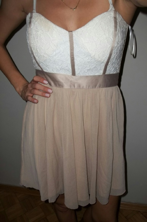 tiulowa sukienka rozkloszowana koronka asos