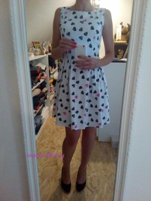 Do pracy Sukienka w serduszka