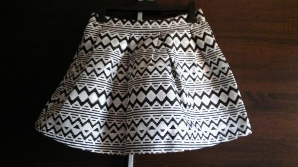 Spódnice h&m rozkloszowana S M