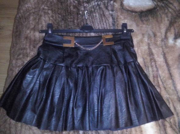 Spódnice Czarna mini rozkloszowana M