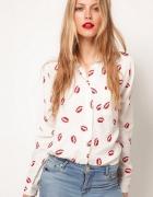 Biała koszula w czerwone usta rozm m l