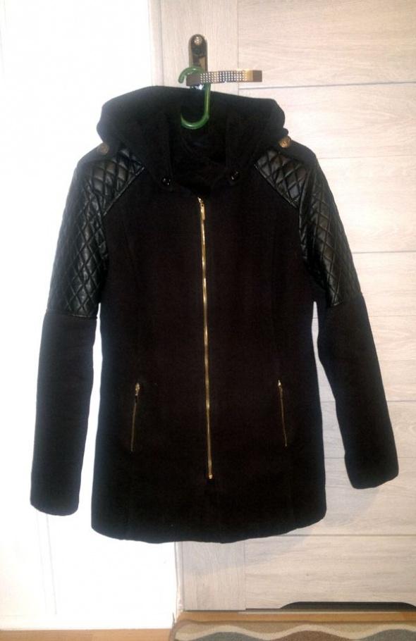 Czarna kurtka skórzane wstawki