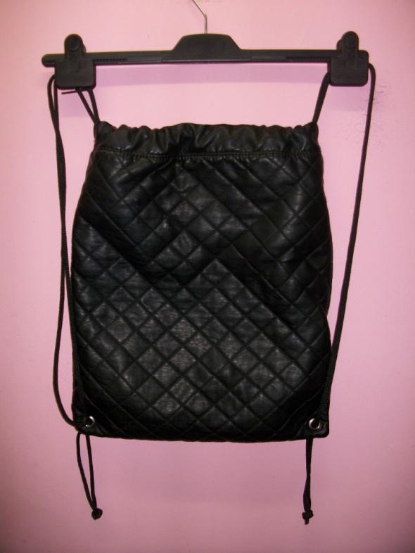 a1e3865606395 czarny plecak pikowany worek w Plecaki - Szafa.pl