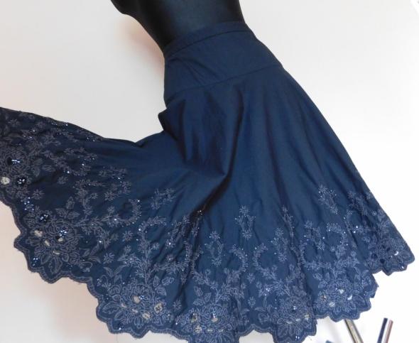 Spódnice George czarna rozkloszowana spódnica 42