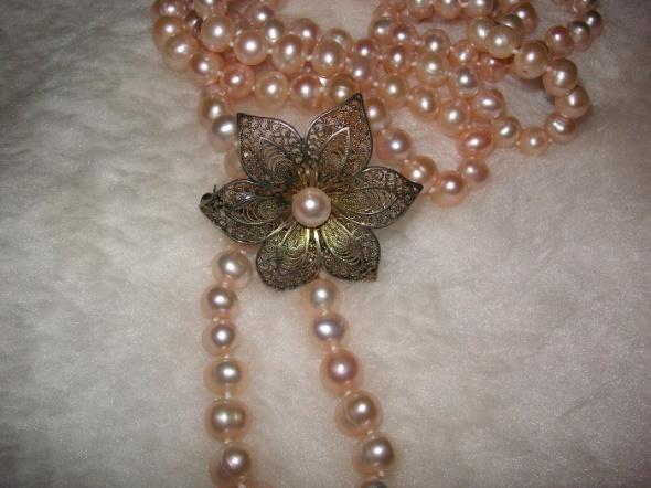 Filigranowy kwiat z perłą