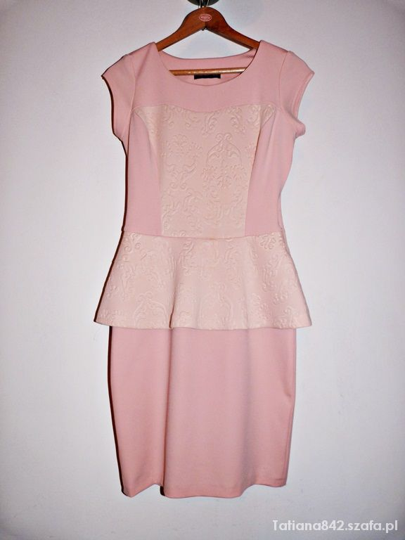 Piękna pastelowa sukienka z baskina