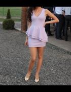 liliowa sukienka z falbanką