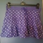 Fioletowa spódnica w grochy