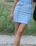 sukienka jeansowa Asos i czarne koturny