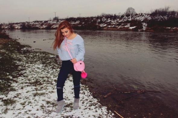 Blogerek szare śniegowce