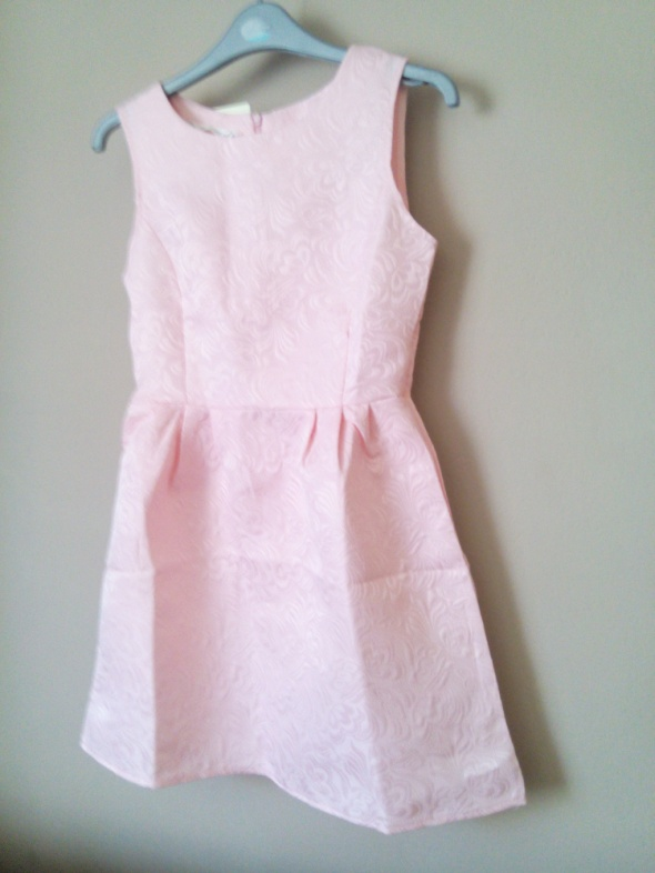 Sukienka wytłaczany wzór