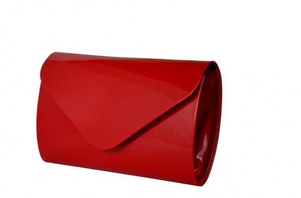7807e38aee640 Czerwona kopertówka lakierowana w Torebki wieczorowe - Szafa.pl