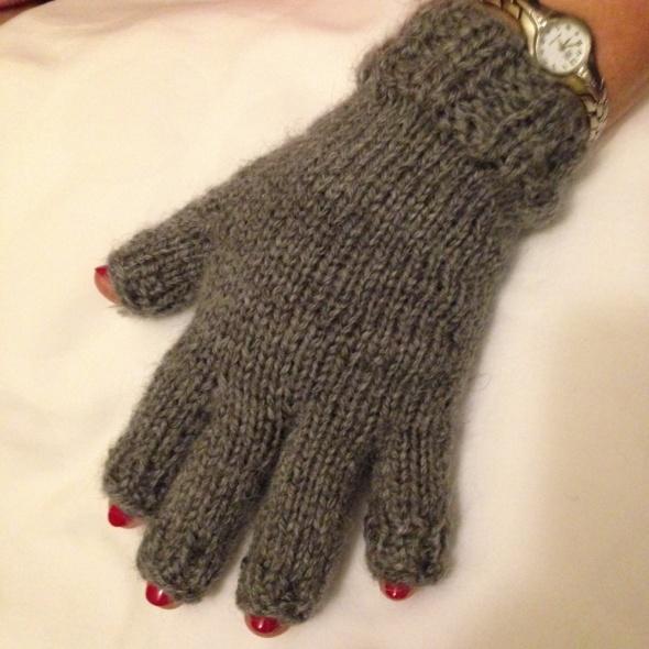 Rękawiczki z widoczn paznokciami alpaka na drutach