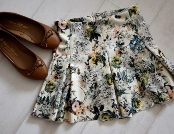 Spódnice Spódniczka kwiaty Pull&Bear