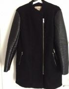 Poszukuję płaszcza czarnego pull&bear...