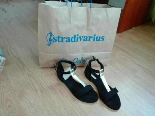 sandały stradivarius