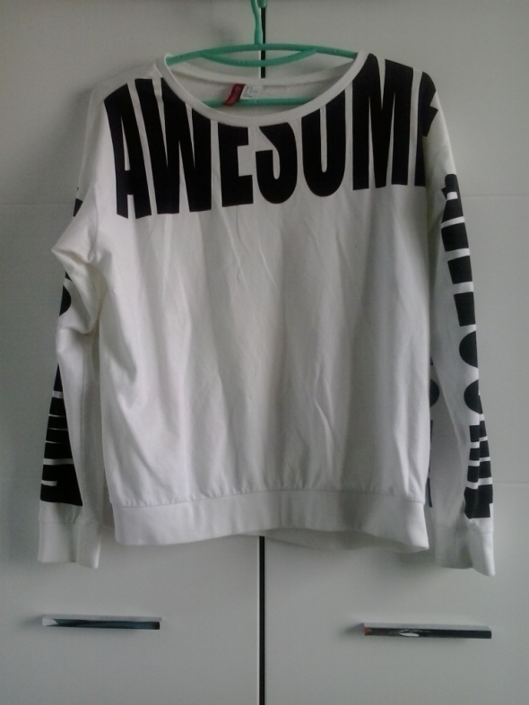 Biała bluza oversize z napisem modna H&M