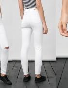 Bershka Białe Spodnie Rurki Wysoki Stan Dziury M